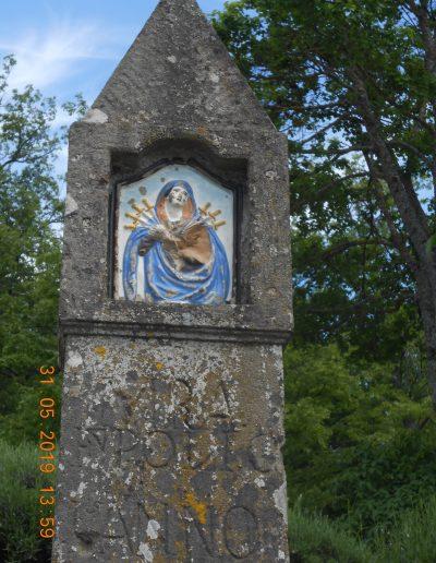 Pilastrino nella piazzetta del Borgo La Martina - Particolare della Madonna dei sette dolori - foto Carla Garavaglia (2019)